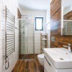 Koupelna se záchodem apartmánu Adina 2