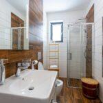 Koupelna se záchodem apartmánu Adina 3 v komplexu Ski Chalet Klínovec
