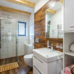 Koupelna se záchodem apartmánu Adina 8 v komplexu Ski Chalet Klínovec
